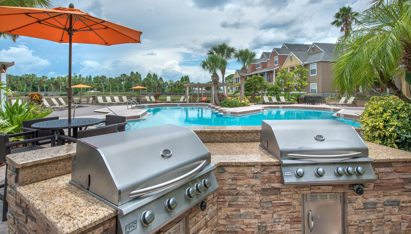 pool-with-bbq-grills